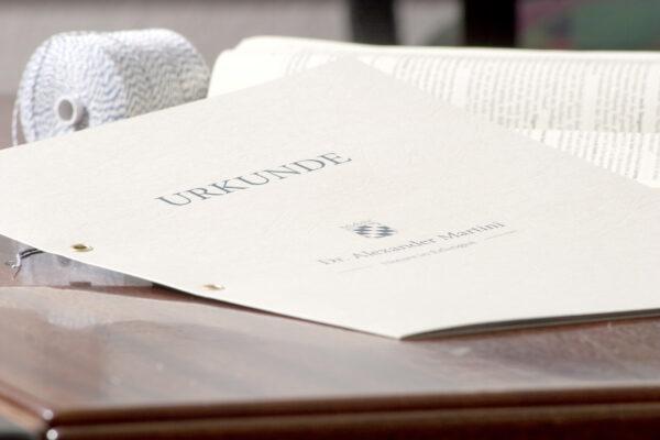 Der Notar und seine Urkunde